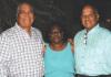 Eks lidernan polítiko di UPB, Rudi Ellis i Ramonsito Booi, huntu ku Elia Thielman, kende a keda 50 aña fiel na partido.